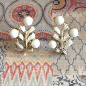 Coro Vintage White/Gold Screwback Earrings